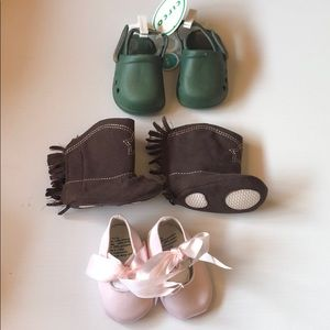 3 pairs of infant shoes